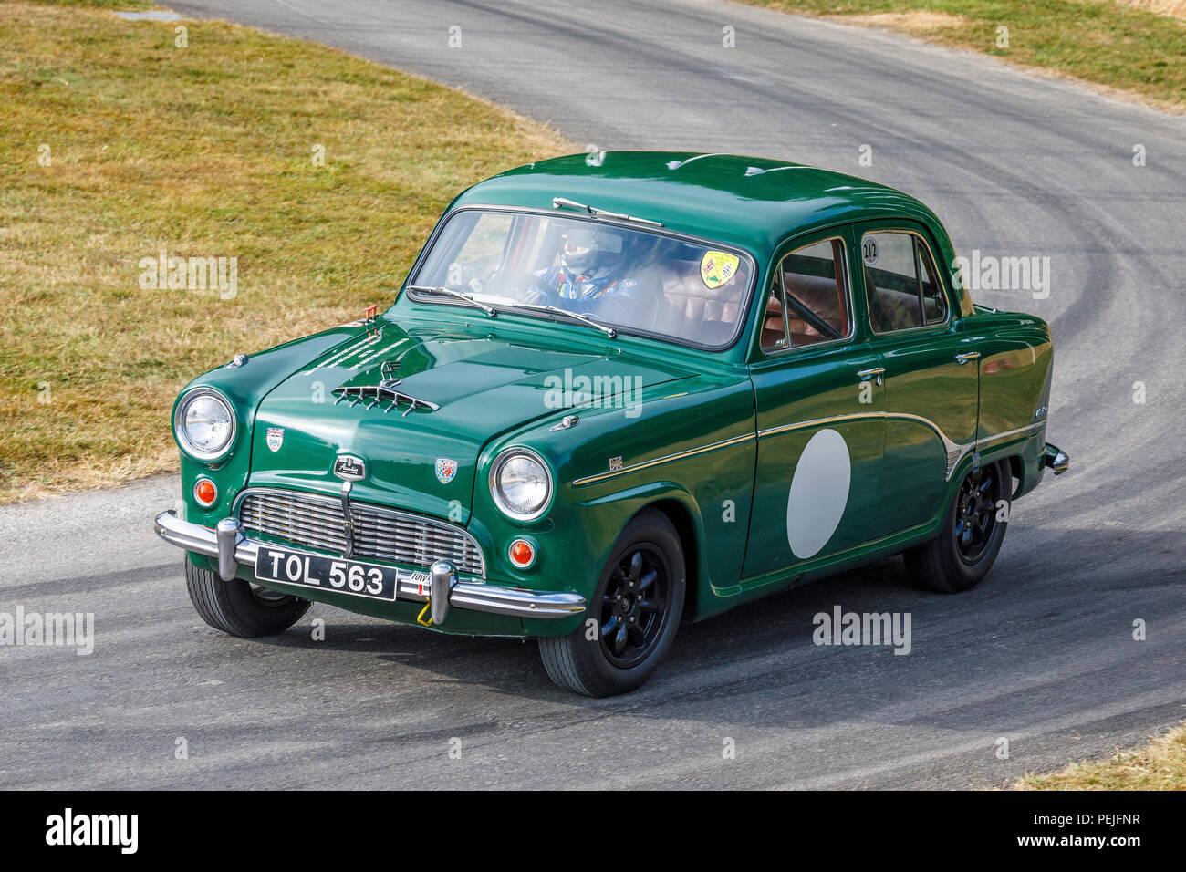 1958 Austin A105, Jack Sears' britische Saloon Car Meisterschaft Sieger, mit Fahrer Nick Jarvis am Goodwood Festival 2018 von Geschwindigkeit, Sussex, UK. Stockbild