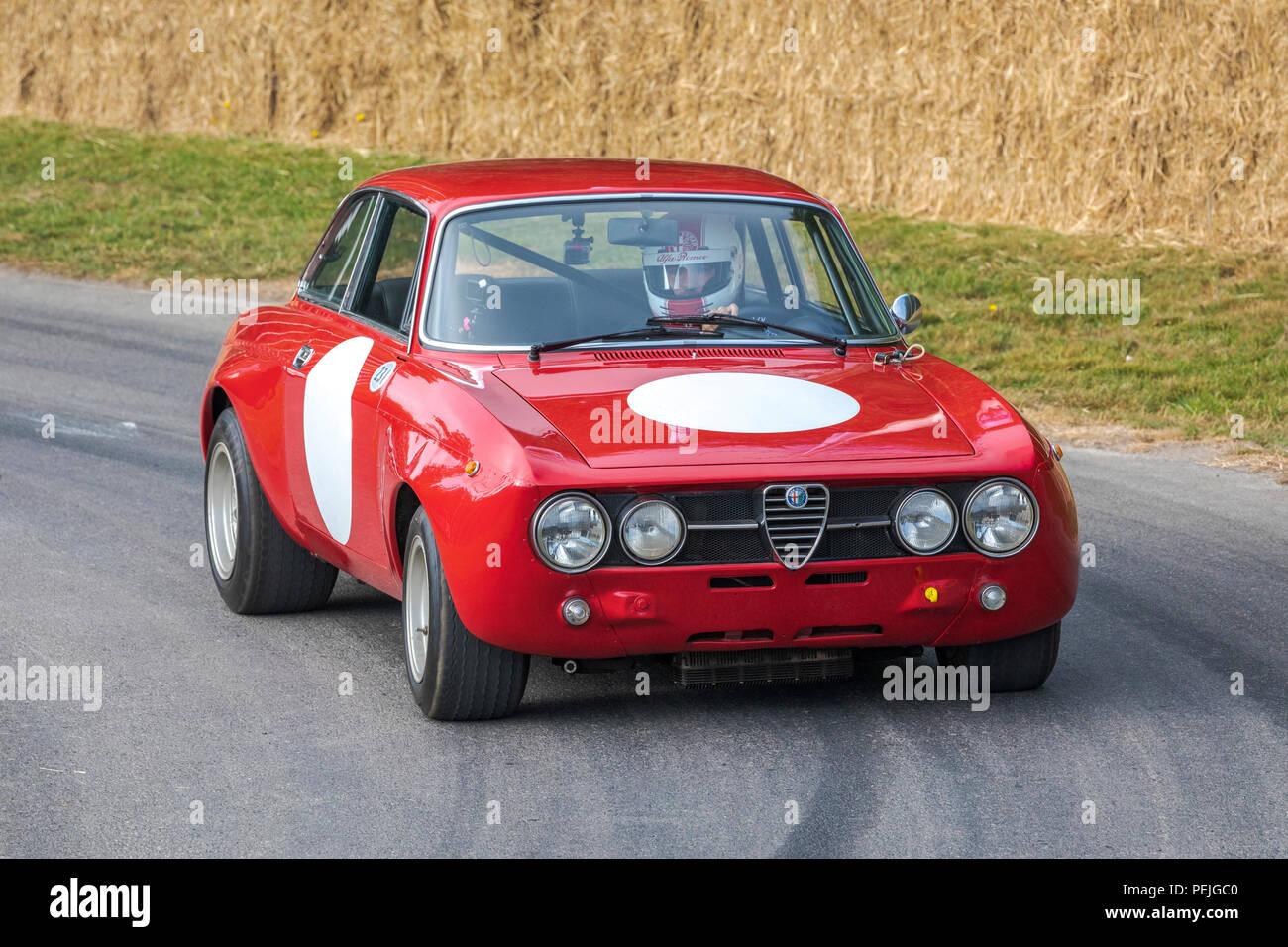 1970 Autodelta Alfa Romeo 1750 GTAm mit Fahrer Stefano Agazzi am Goodwood Festival 2018 von Geschwindigkeit, Sussex, UK. Stockbild