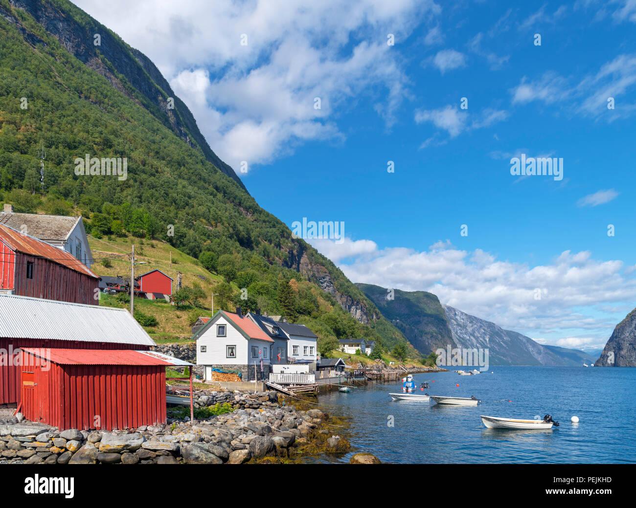 Waterfront in Undredal, Aurlandsfjord, Sognefjord, Sogn og Fjordane, Norwegen Stockbild