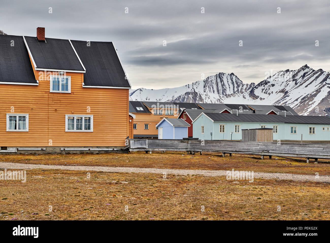 Gebäude der nördlichsten Zivilen und funktionale Siedlung Ny-Ålesund, Spitzbergen oder Spitzbergen, Europa Stockbild