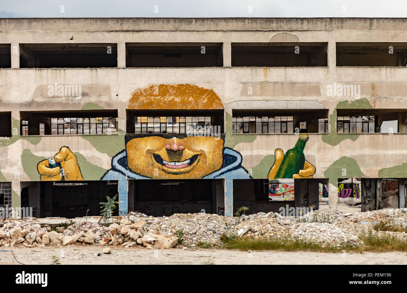 Verlassene Gebäude, griechische Graffiti Stockbild