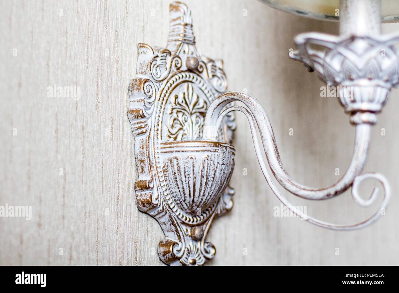 Antike Lampen Kronleuchter ~ Vintage kronleuchter. eine antike lampe im inneren alten