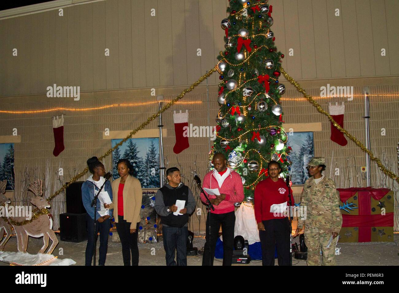 Mitglieder des Evangeliums service Chor singen Weihnachtslieder im ...