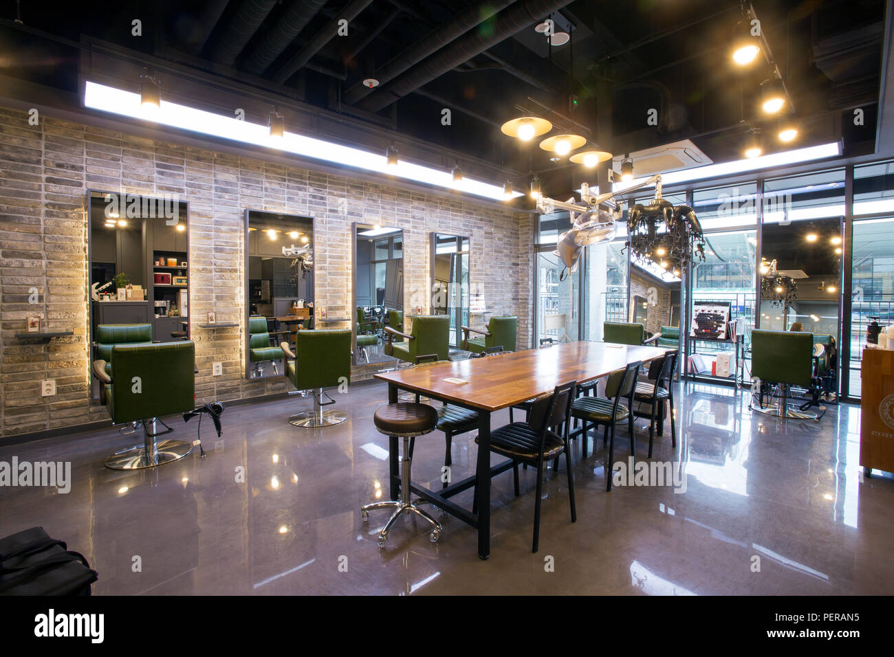Hair Salon Interior Stockfotos & Hair Salon Interior Bilder ...