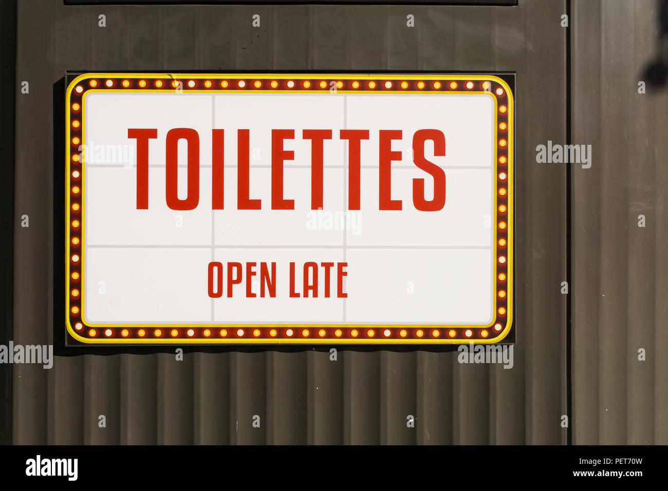 Lustige öffentliche Toilette Schild Im 10 Arrondissement Von Paris