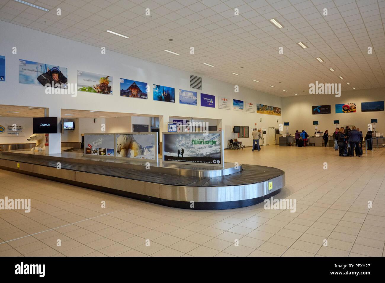 Leere Gepäckkarussell auf Spitzbergen Longyearbyen Flughafen Longyearbyen Lufthavn und Touristen Kontrolle der für den Flug Stockbild