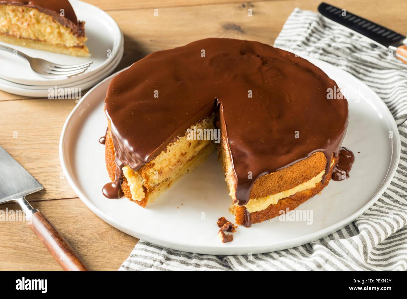 Hausgemachte Schokolade Boston Cream Pie bereit zu Essen Stockbild