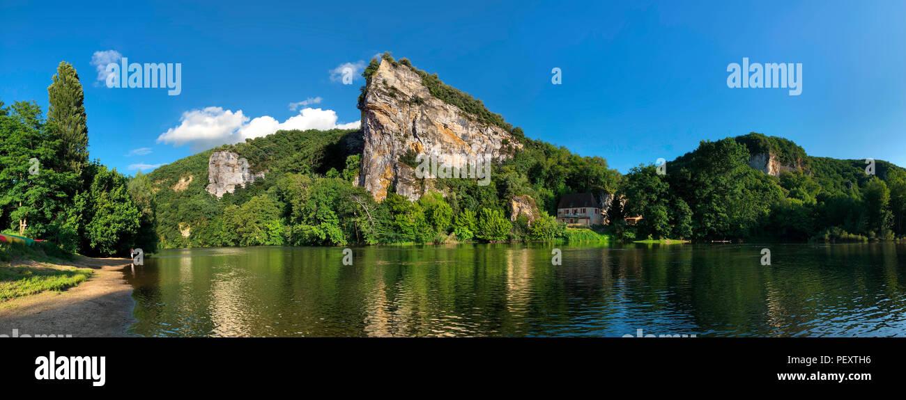 Die malerische Landschaft am Fluss Dordogne in der Nouvelle-Aquitaine Region in Frankreich Stockbild