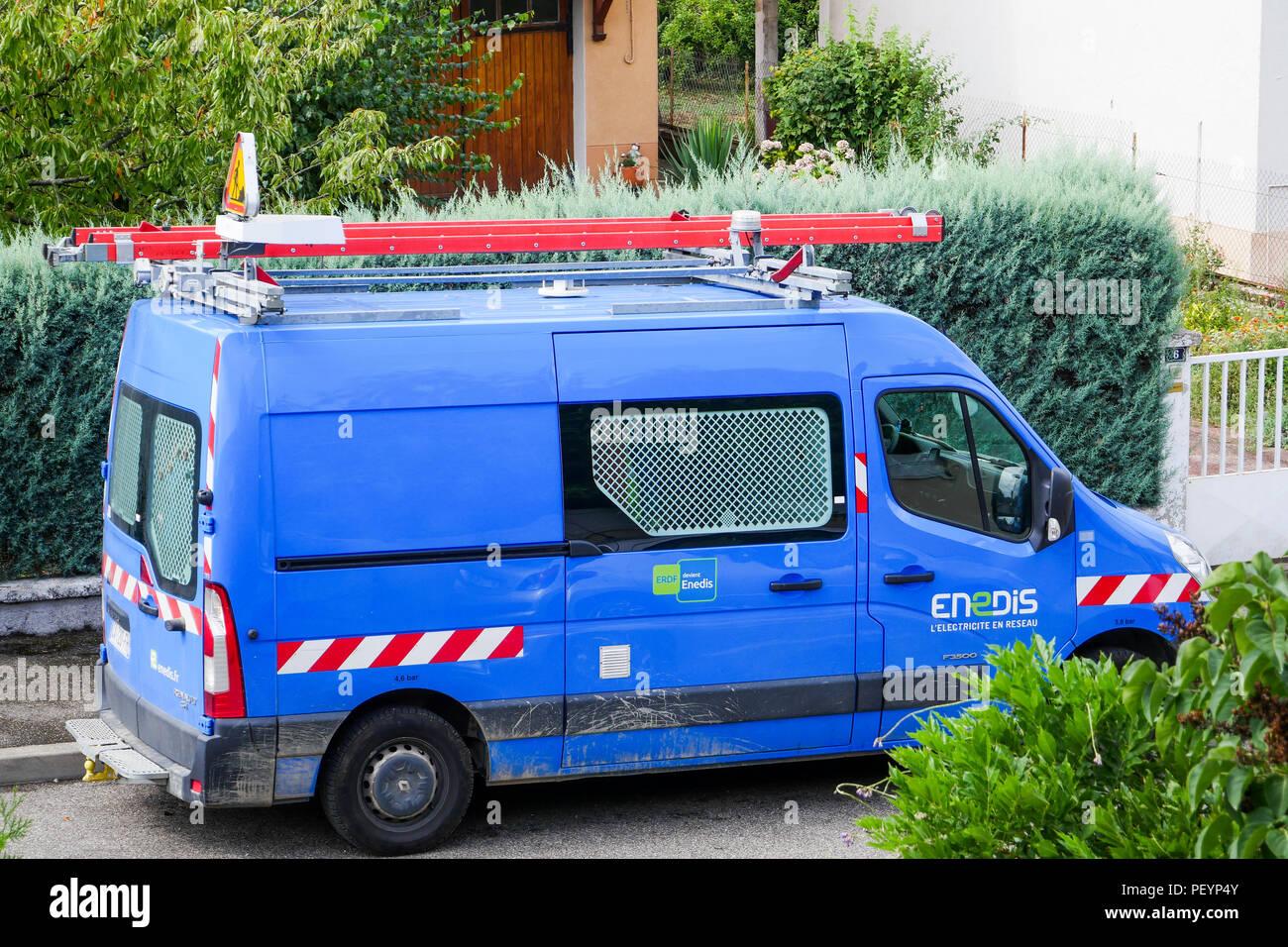 Enedis strom Unternehmen Team bei der Arbeit in einem Wohngebiet, Lyon, Frankreich Stockbild