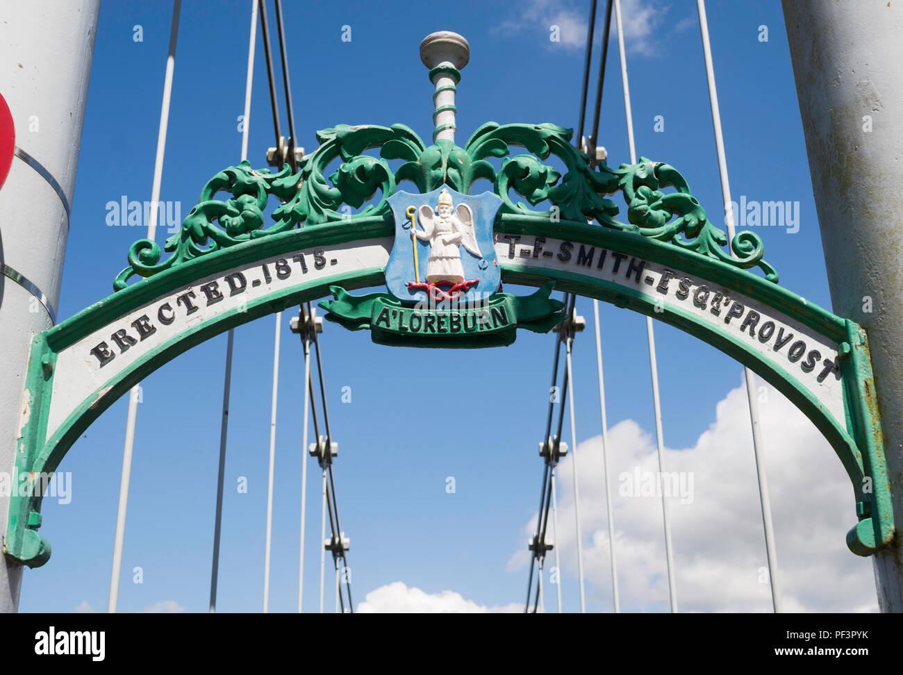 Verzierten gusseisernen Strahl mit Dumfries Crest auf Whitesands suspension Fußgängerbrücke, Dumfries, Dumfries und Galloway, Schottland, Großbritannien Stockbild