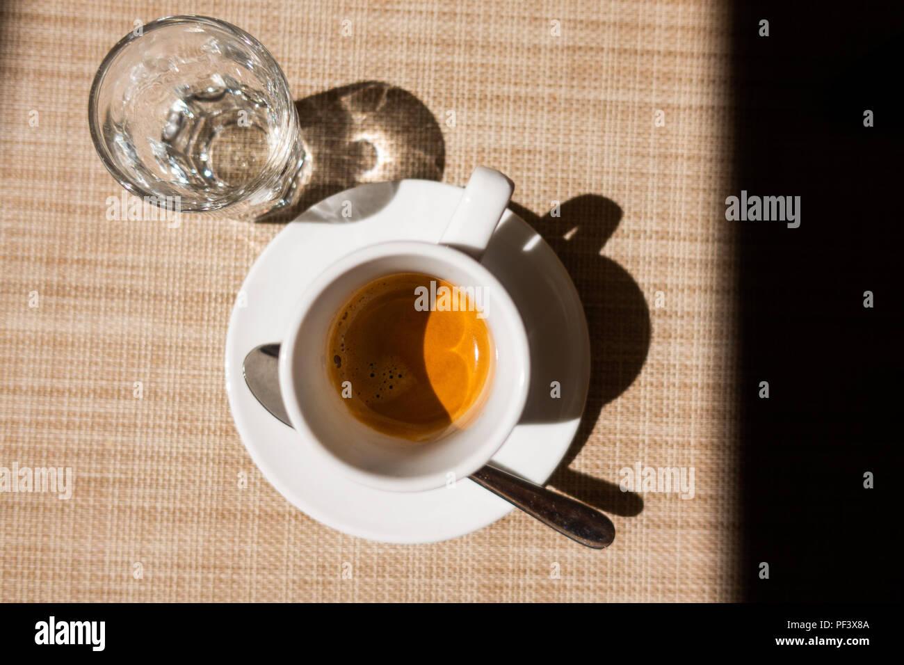 Caffe corretto, traditionelle italienische Getränk mit Espresso und ...