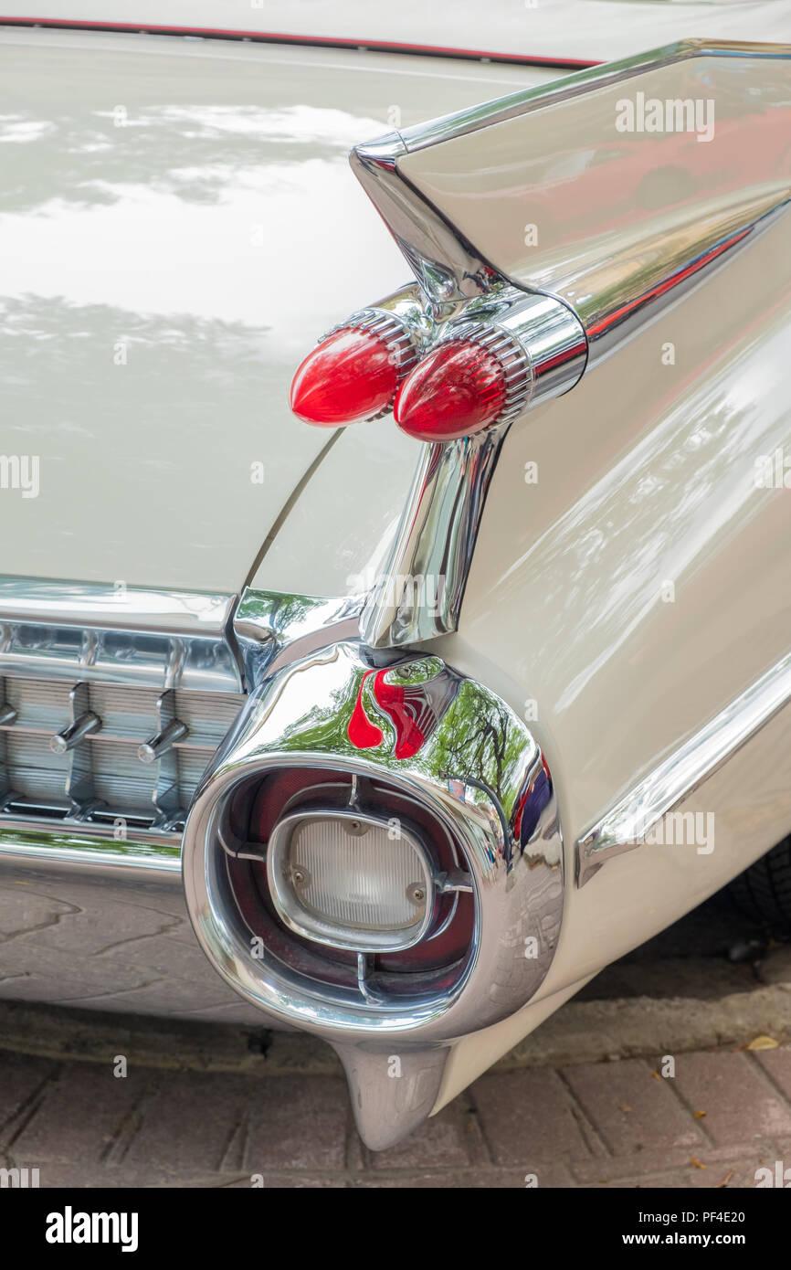Classic 1959 Cadillac hinten quarterpanel fin mit itâ ? markanten Rückleuchten. Stockbild