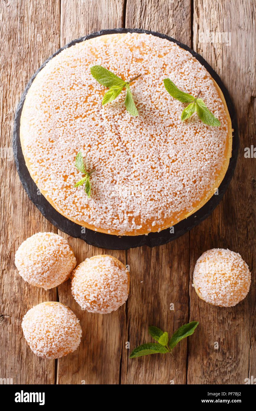 Grosse Und Kleine Tropezienne Kuchen Mit Zarte Creme Mit Perle Zucker