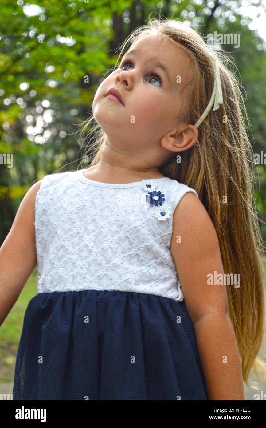 Blondie Girl Smiling Stockfotos & Blondie Girl Smiling Bilder - Alamy