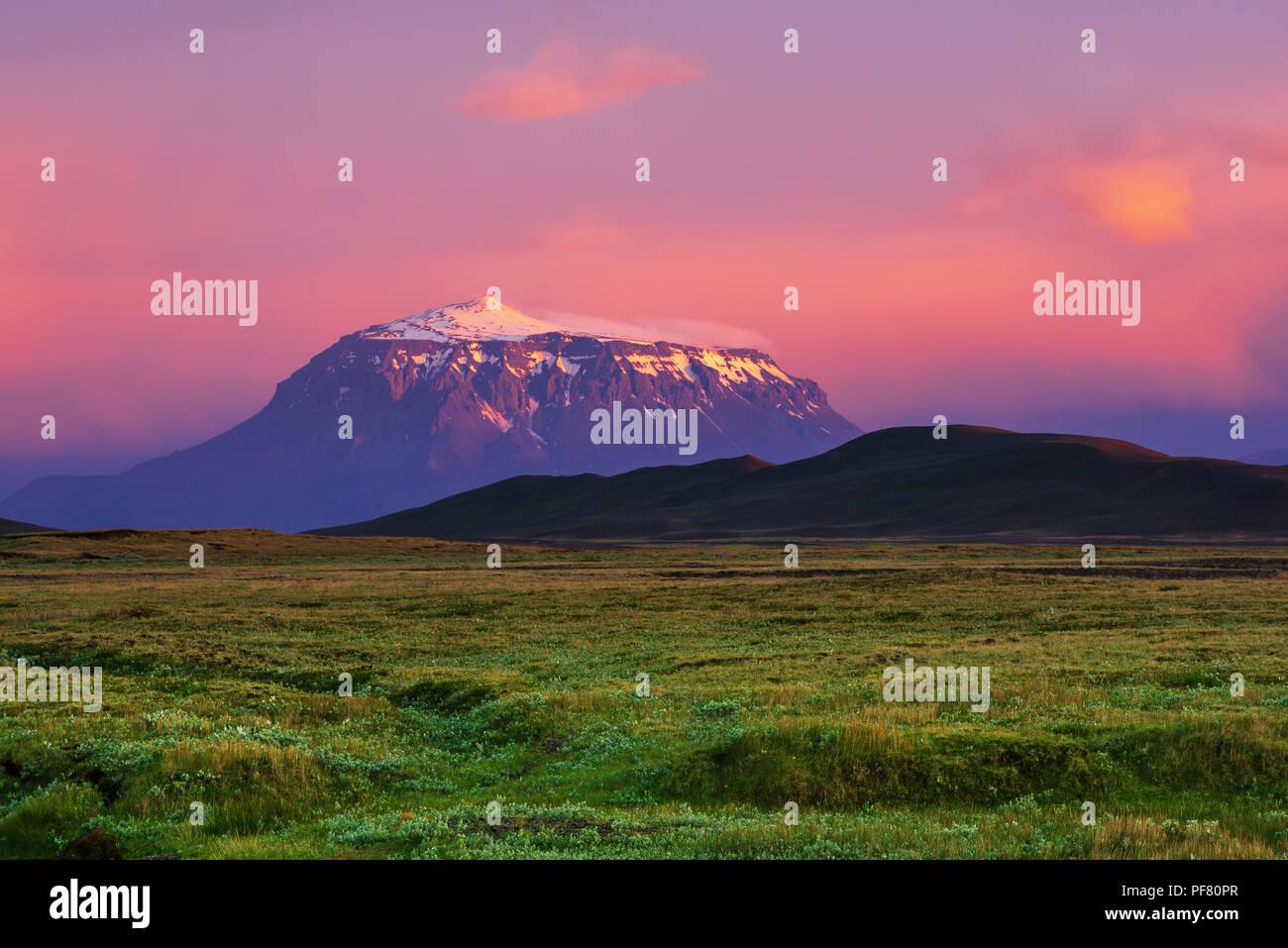 Berg bei Sonnenuntergang Stockbild