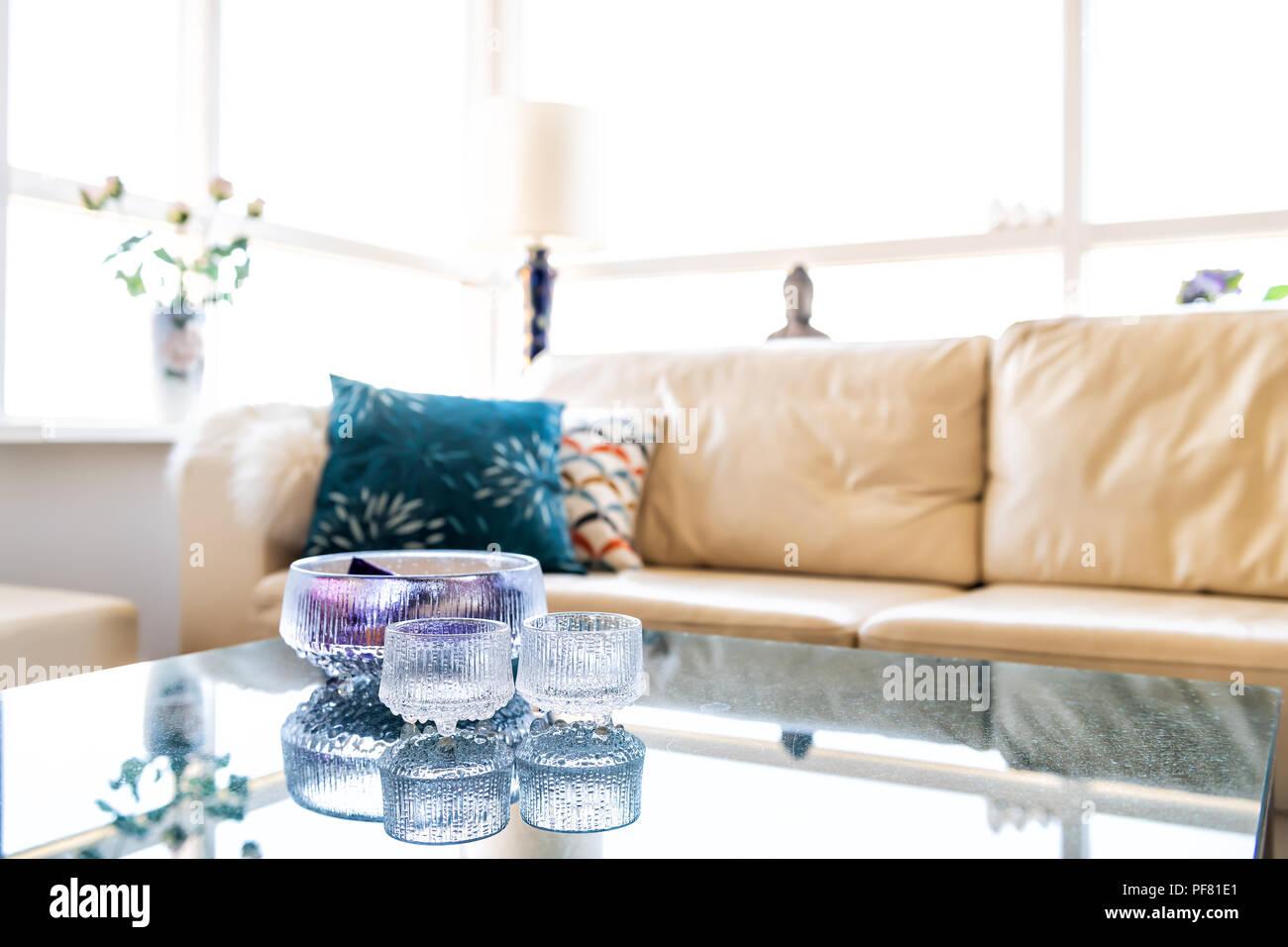 Moderne Lampen 81 : Innenraum der modernen zimmer mit möbel couch sofa kissen