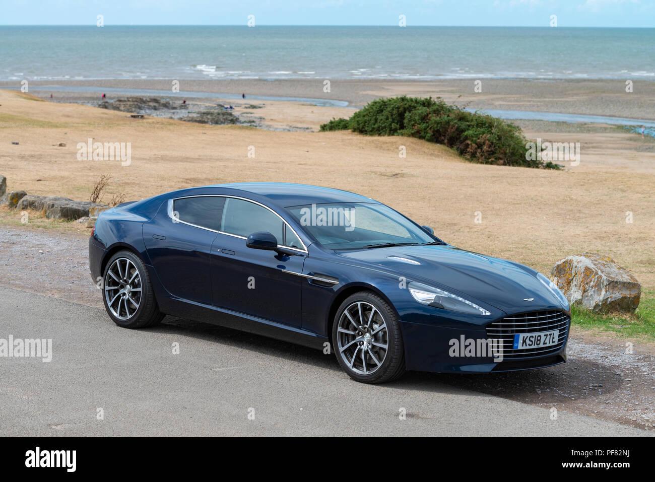 Ein Aston Martin Rapide S Sport Limousine Mit Vier Türen In Das Tal Von Glamorgan Fotografiert Stockfotografie Alamy