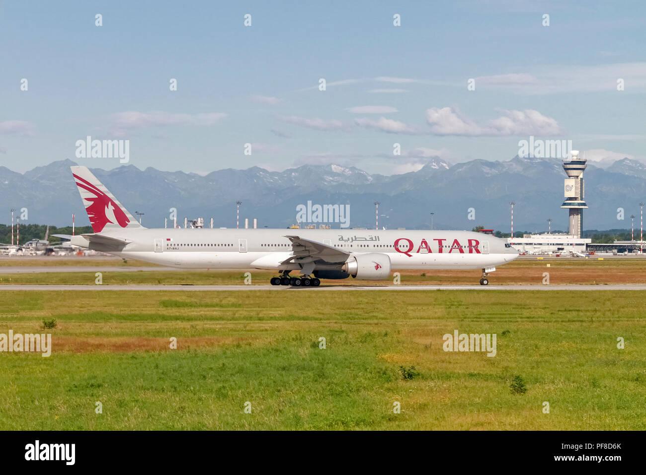 Qatar Airways (Qatar Amiri Flight), Boeing 777-300A 7-BAJ), fertig zum Abheben Stockbild