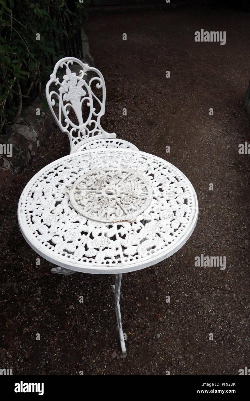 mit Metall Tabelle Weißes Stuhl garten White Metal auf 1lJTcK3F