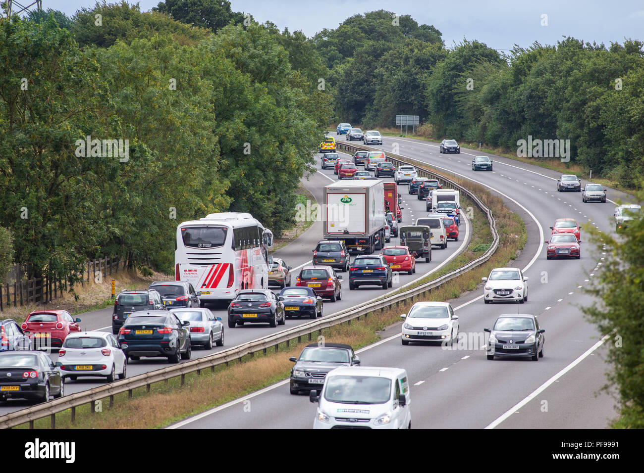 Warteschlangenfunktion und ruhendem Verkehr auf der Autobahn. Autobahn A1 Ausfahrt 7 in Richtung Süden, Stevenage, Hertfordshire Stockfoto