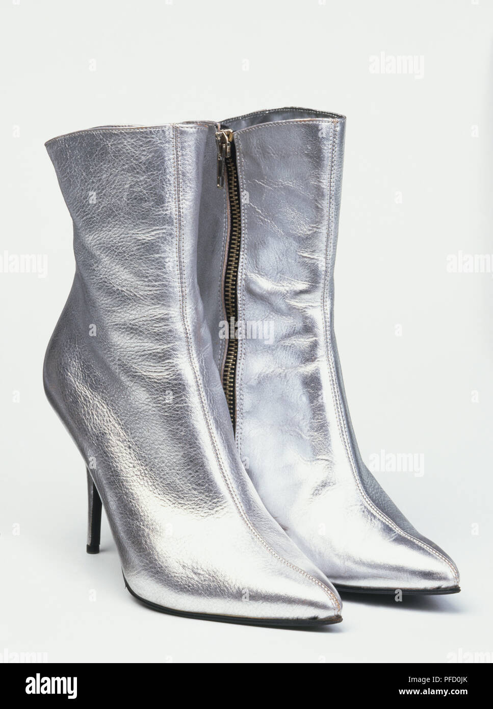 new york 40fe8 bae16 Silberne Stiefel Stockfotos & Silberne Stiefel Bilder - Alamy