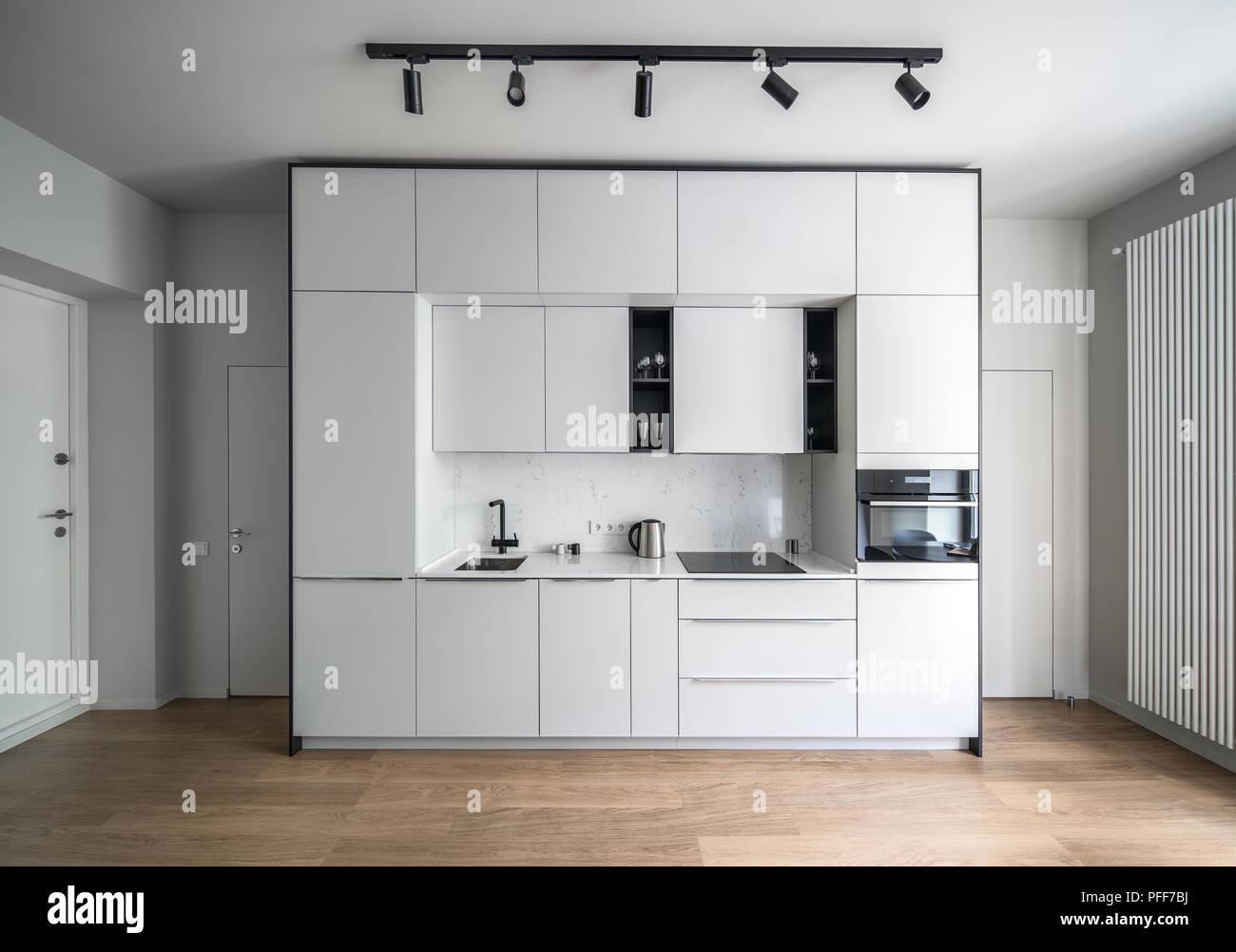 Fußboden Küche Parkett ~ Stilvolle küche in einem modernen stil mit hellen wänden und einem