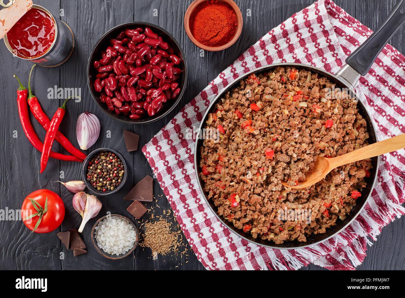 Zutaten Zum Kochen Chili Con Carne Gebratene Hackfleisch Auf