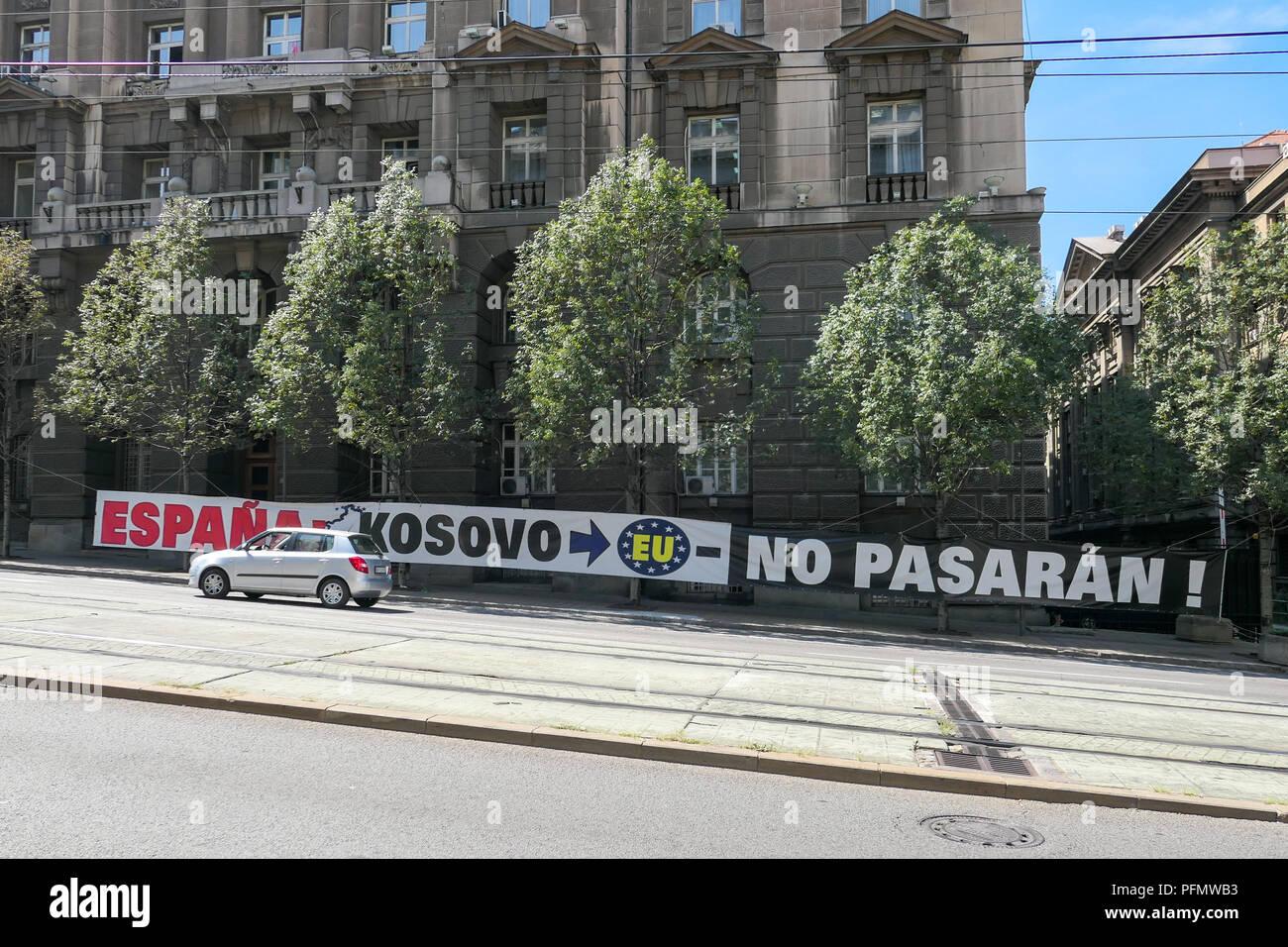 """""""Espana - Kosovo - EU - No Pasaran' Banner in Belgrad, Serbien - gegen den Kosovo in die EU zugelassen zu werden. Stockbild"""