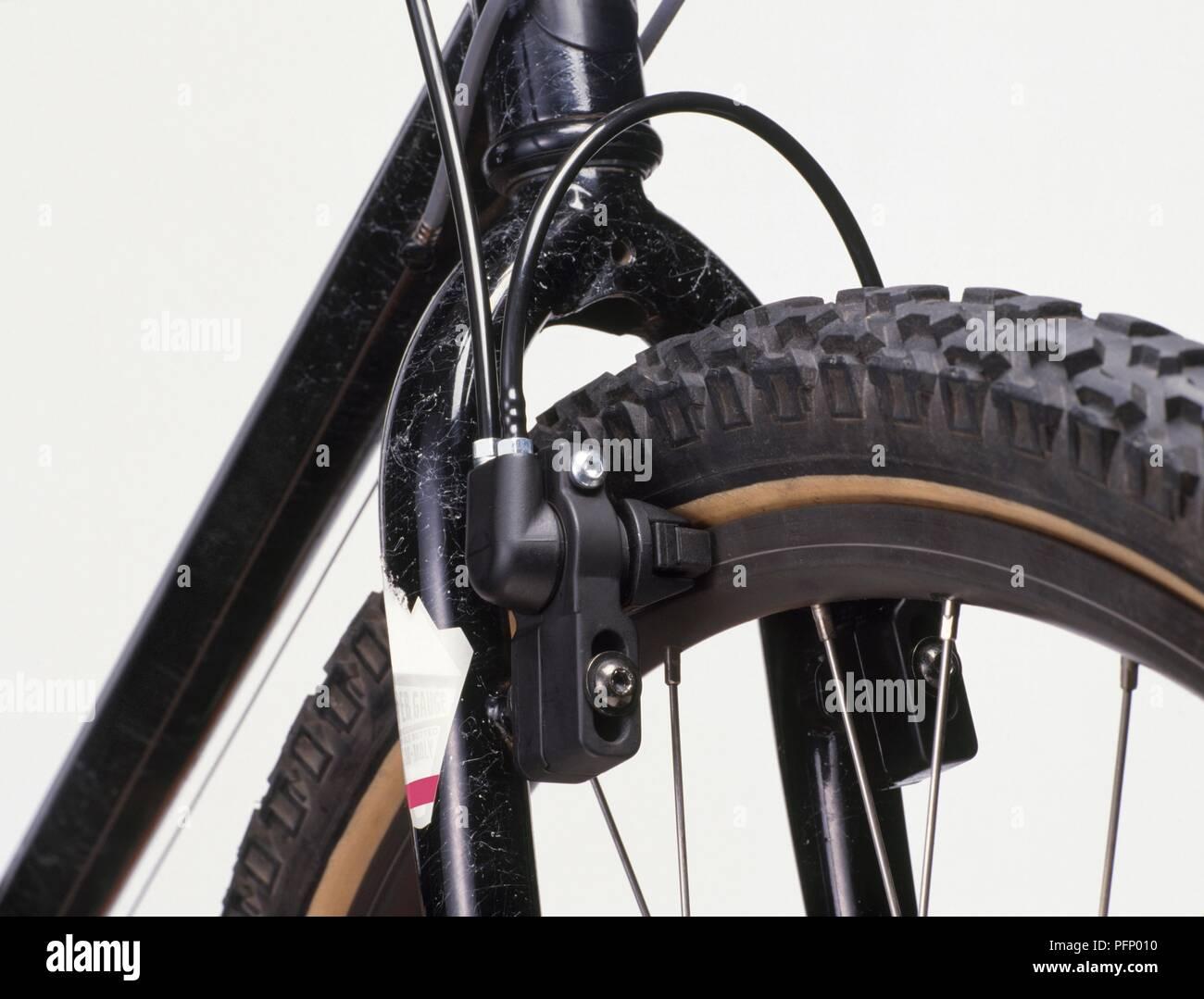 nahaufnahme der hydraulischen bremse am vorderrad von. Black Bedroom Furniture Sets. Home Design Ideas
