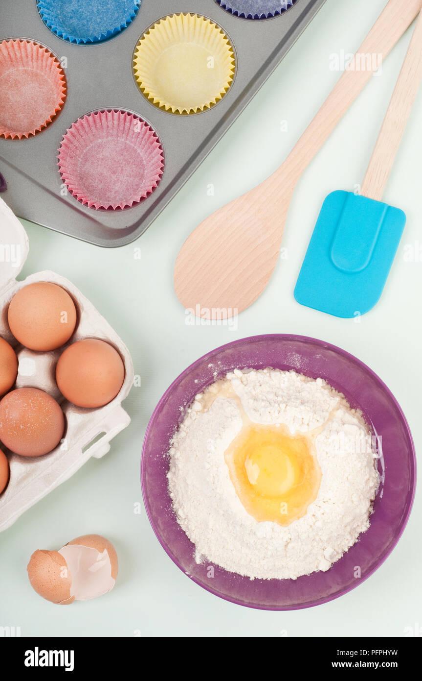 Backen Zutaten Und Utensilien Wie Karton Eier Ei Und Mehl In