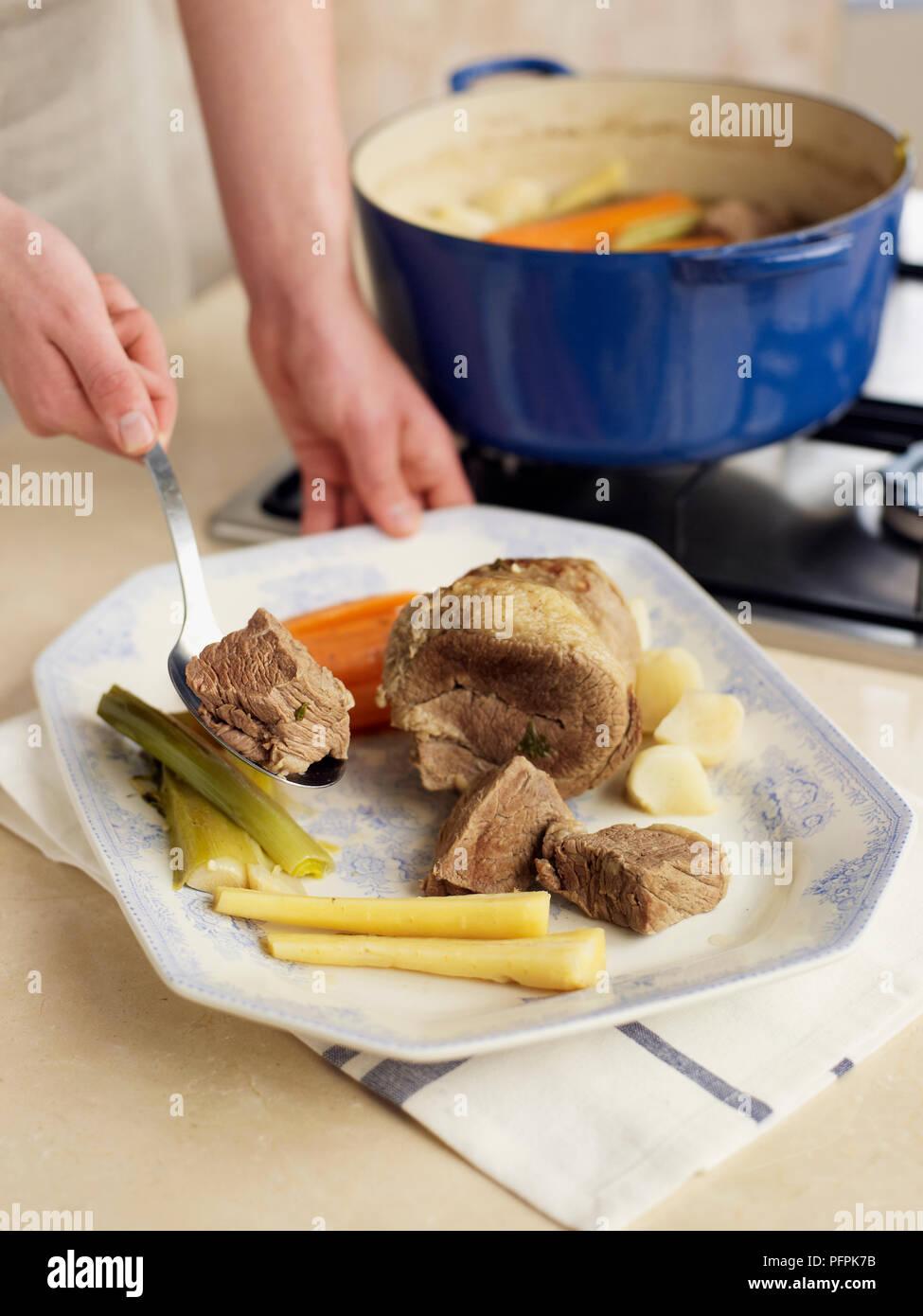 Pot Au Feu Geschmortem Rindfleisch Und Gemüse Auf Einer Platte