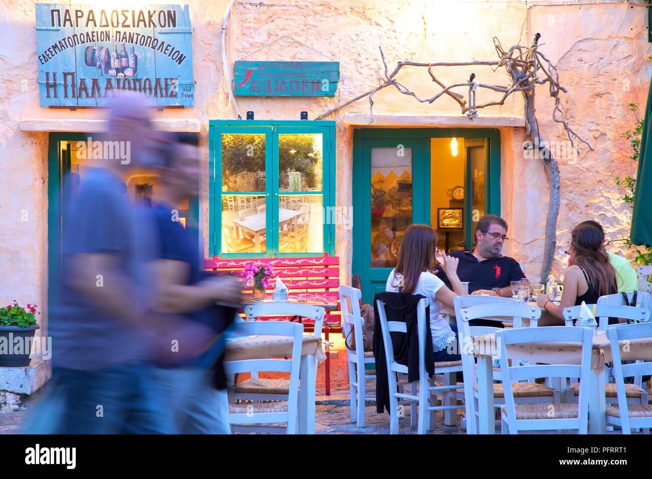 Restaurant in Areopoli, Halbinsel Mani, Peloponnes, Griechenland, Südeuropa Stockbild