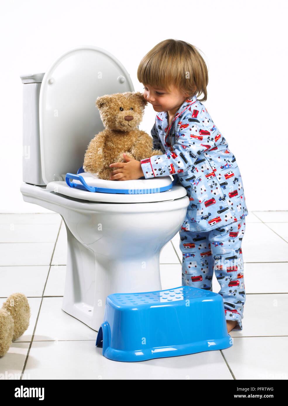 boys toilet stockfotos boys toilet bilder alamy. Black Bedroom Furniture Sets. Home Design Ideas