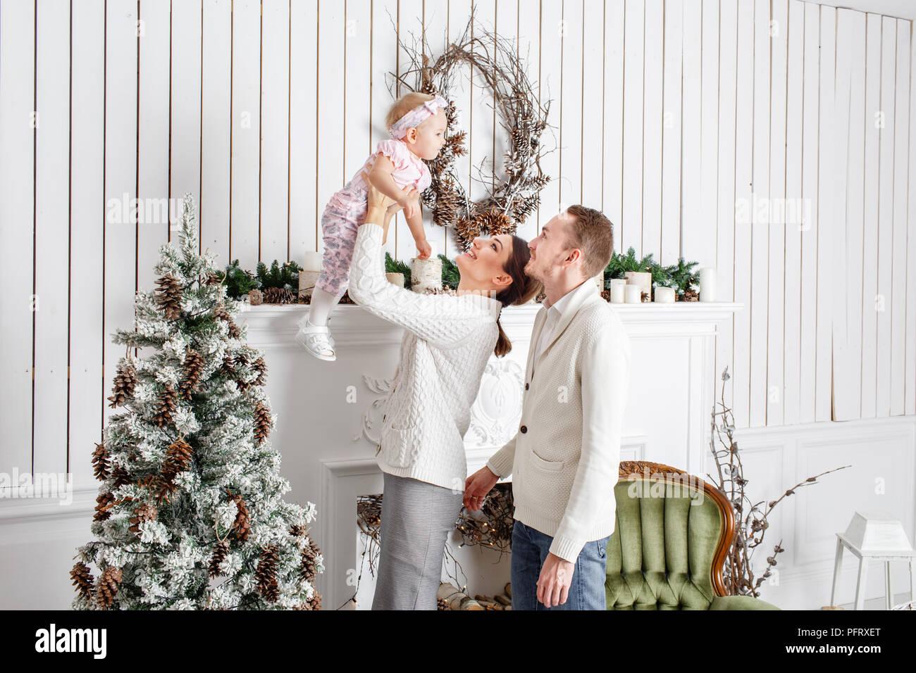 Frohe Weihnachten Familie.Liebevolle Familie Frohe Weihnachten Und Ein Glückliches Neues Jahr