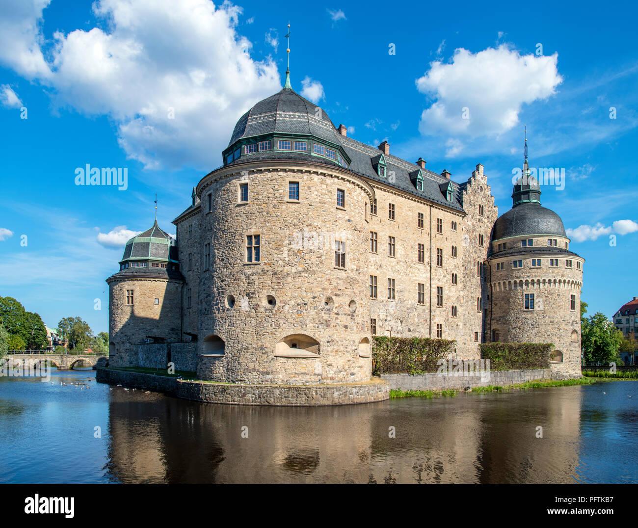 Schloss Örebro, eine mittelalterliche Festung in der Mitte des Flusses Svartån, Örebro, Närke, Schweden Stockbild