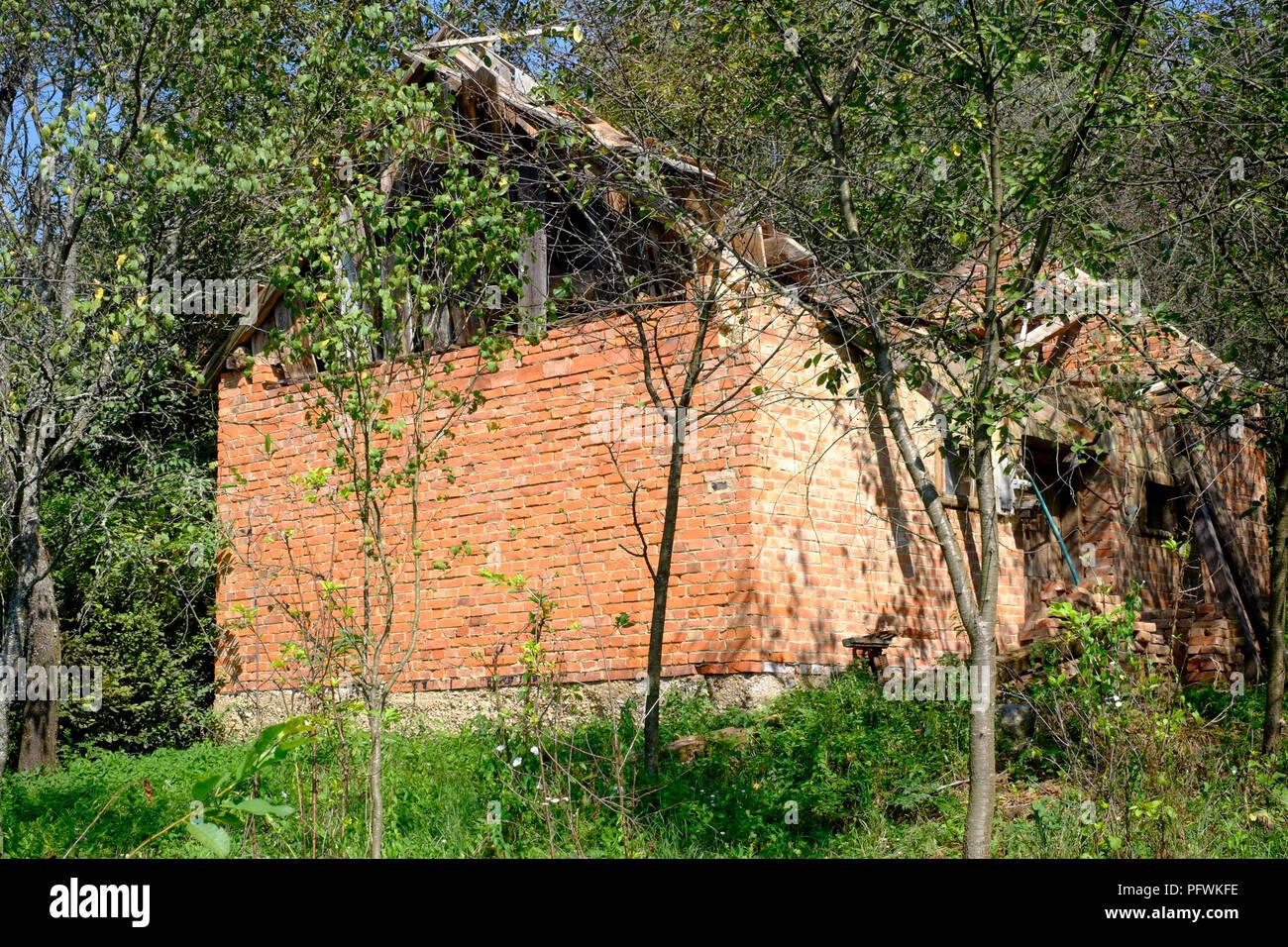 Ungarische Sommerküche : Reste der zerfallenden vernachlässigt sommerküche