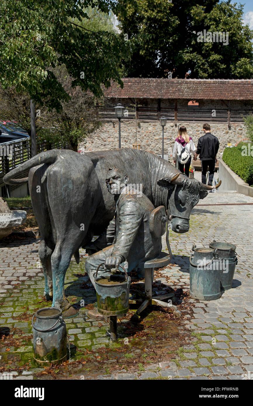 Die steuergelder Steuerzahler-Brunnen (Brunnen), die untere Stadtmauer, Isny, Allgäu, Baden-Württemberg, Deutschland Stockbild