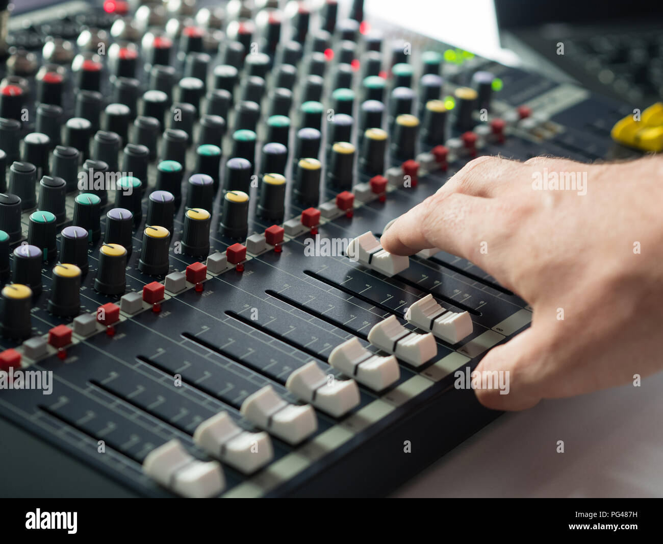 Dj-Mischpult im Music Studio Stockbild