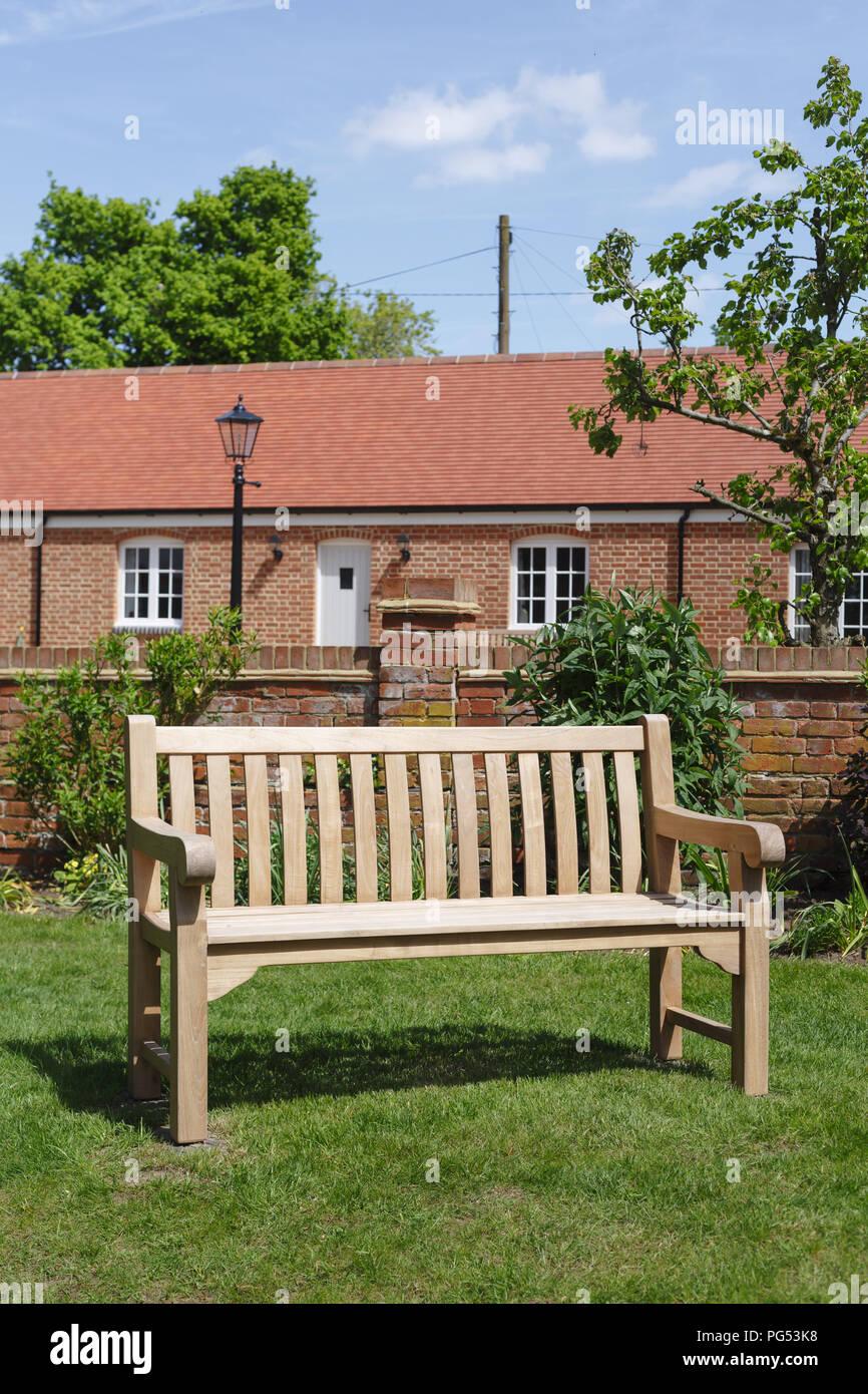 Gartenmöbel Holzbank in einer formalen Viktorianischen Englischen ...