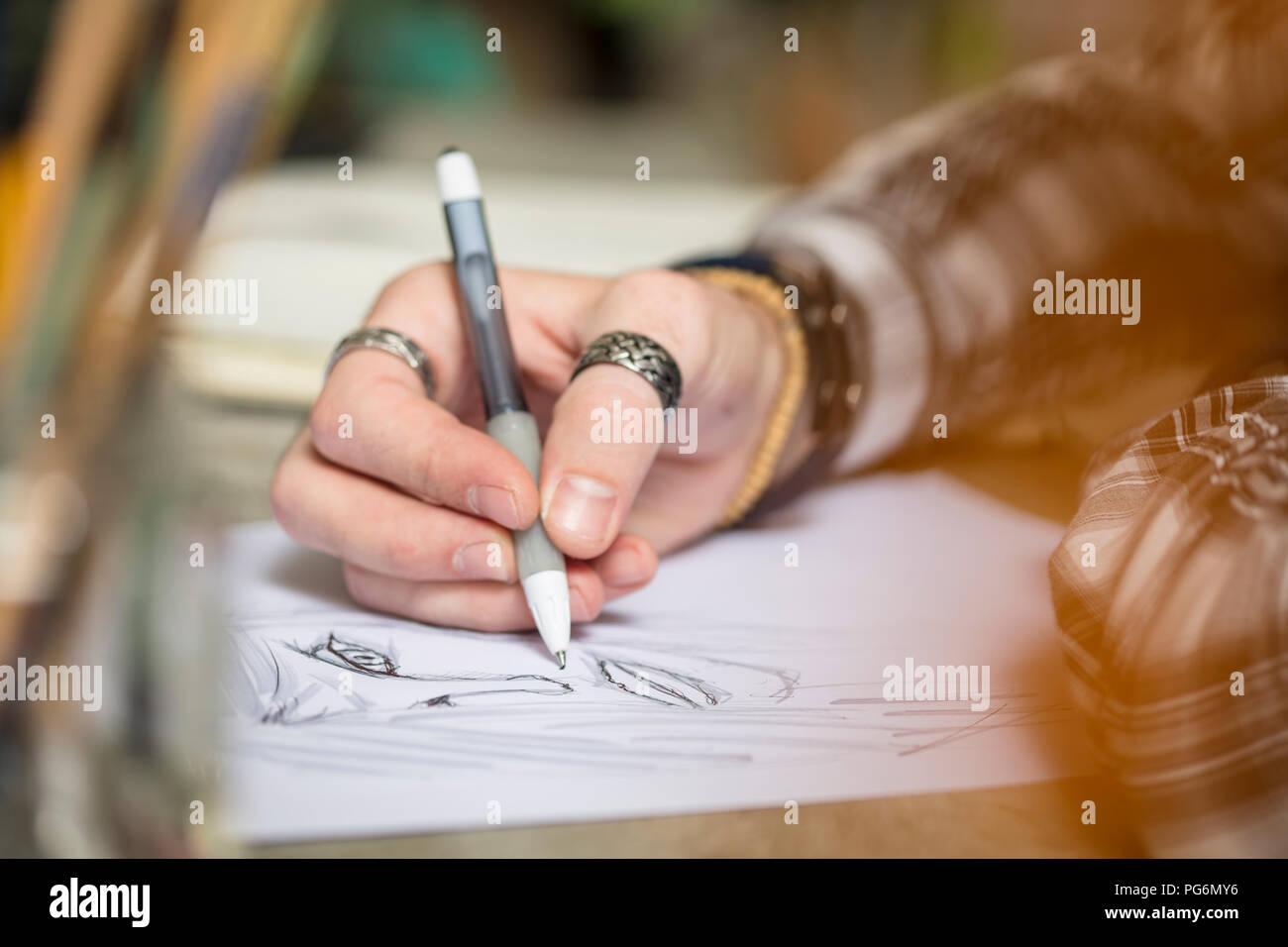 Close-up Künstler zeichnen eine Skizze Stockbild