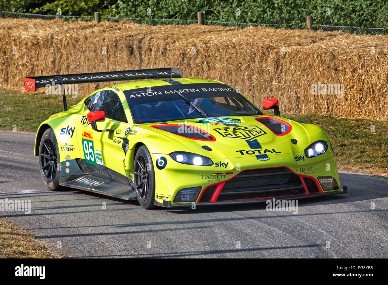 2018 Aston Martin V8 Vantage Gte Le Mans Racer Mit Fahrer Nicki Thiim Am Goodwood Festival 2018 Von Geschwindigkeit Sussex Uk Stockfotografie Alamy