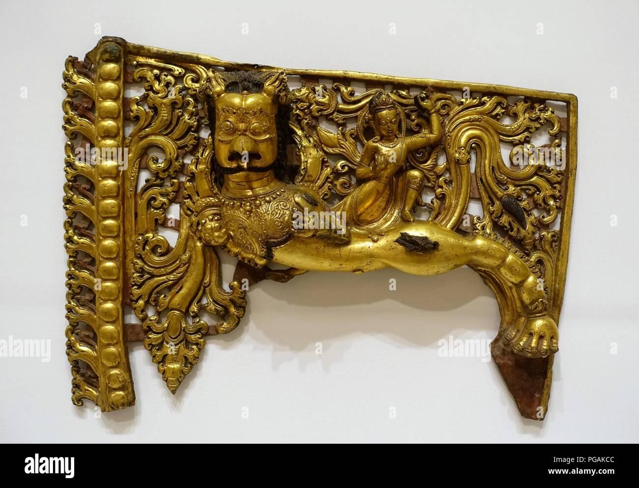 Aureole crossbar mit Garuda, Tibet, 1500s-1600s AD, vergoldetem Metall Stockbild