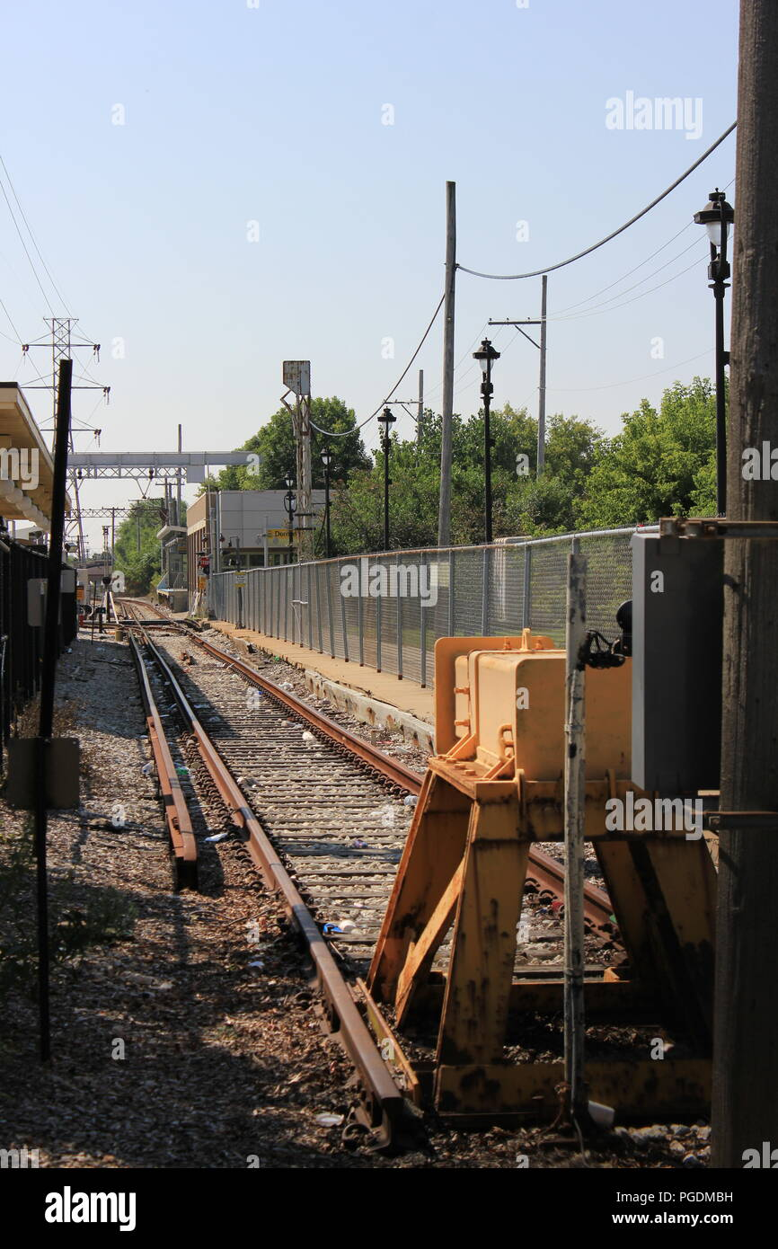 Feste Zug am Ende der Zeile des CTA gelbe Linie Skokie Swift Dempster Street Station dead End Track. Stockbild