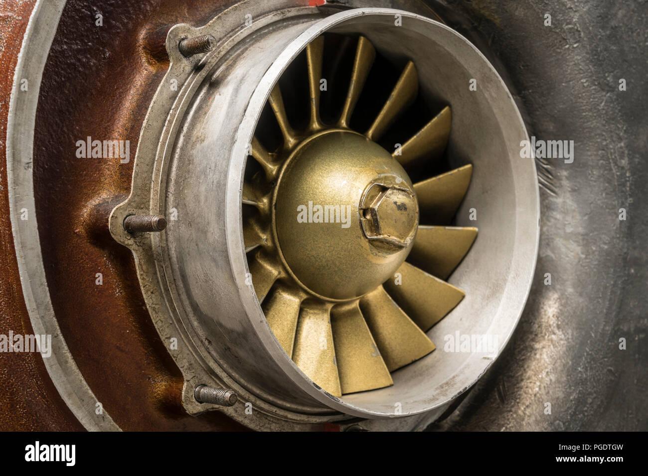 Lüfter eines alten Dieselmotor Stockbild