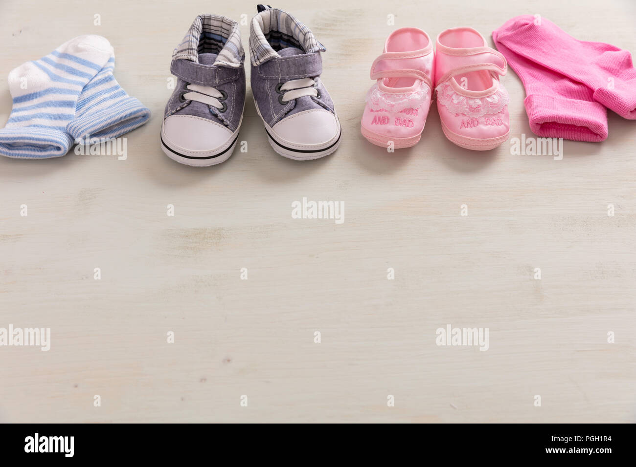 e1f883bcf21d30 Baby Boy Girl Pink Blue Stockfotos & Baby Boy Girl Pink Blue Bilder ...