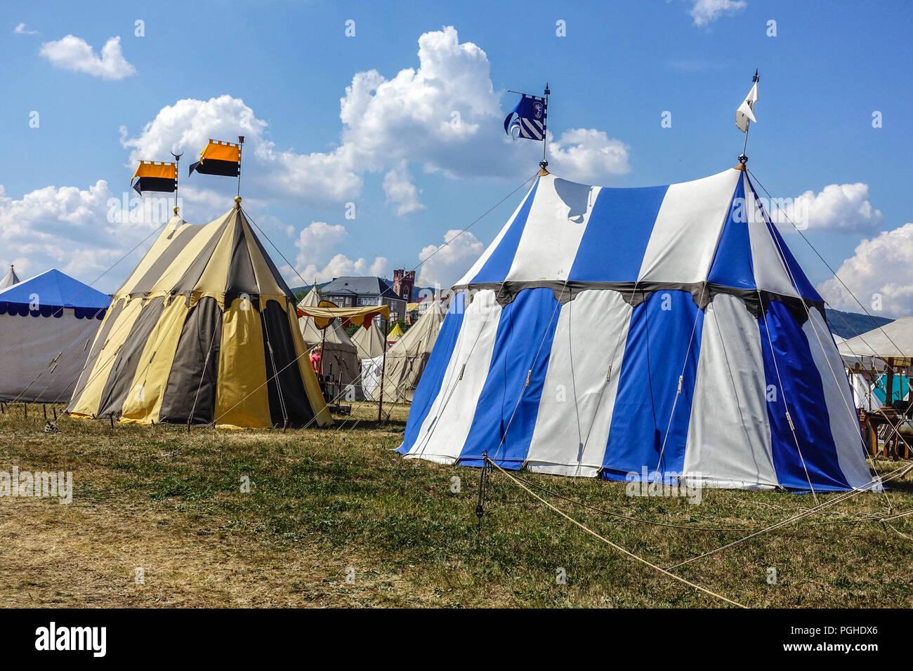 O Jogo dos Tronos - ON - Página 11 Furt-im-wald-cave-gladium-mittelalterliche-festival-mittelalterlichen-feldlager-bayern-deutschland-pghdx6