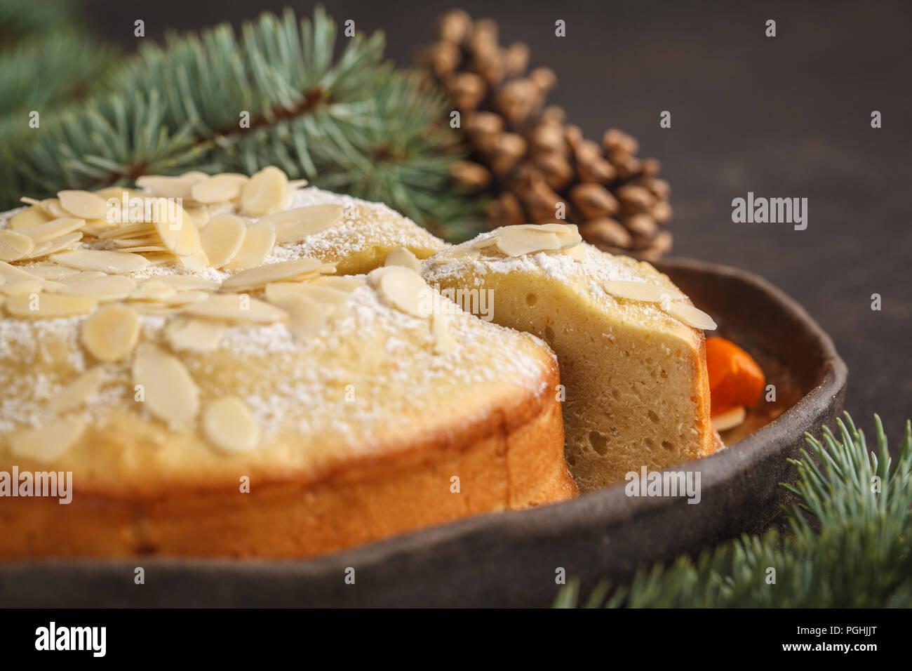 Traditionelle Weihnachten Norwegisch Kuchen In Weihnachtsschmuck