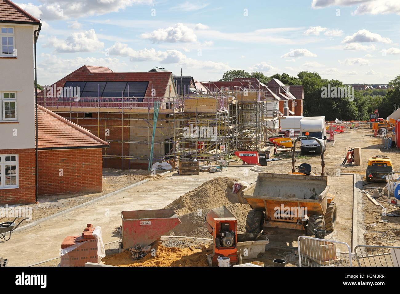 Neue Häuser im Bau in der Castle Hill Viertel von ebbsfleet Garden City, südöstlich von London, UK. Eine neue Regierung Gehäuse Initiative Stockbild