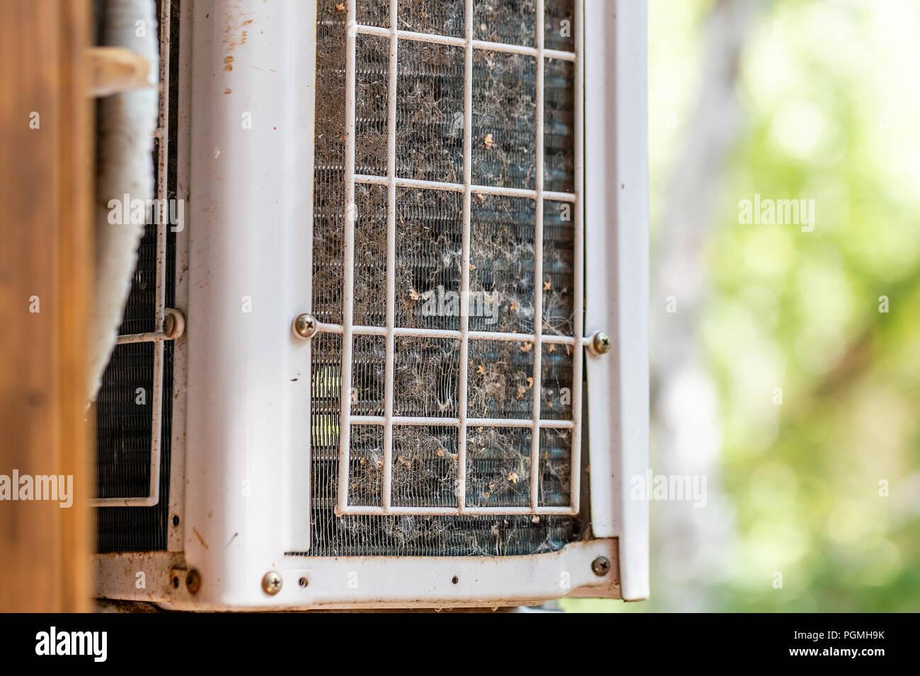 Berühmt Close-up outdoor Klimaanlage mit verschmutzt verstopft Kompressor OB32