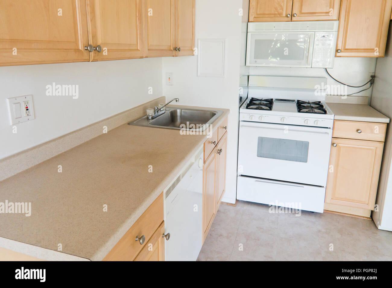 Kleine modulare Küche in einer Wohneinheit (leere Küche) - USA ...